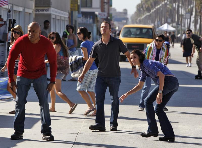 NCIS: Los Angeles: LL Cool J, Chris O'Donnell e Daniela Ruah in una sequenza di: Human Traffic