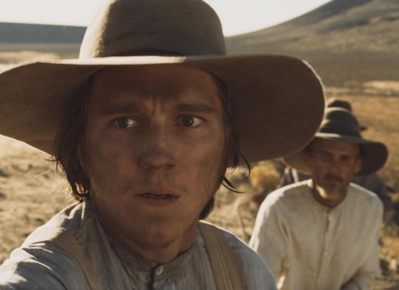 Paul Dano in una scena del film Meek's Cutoff