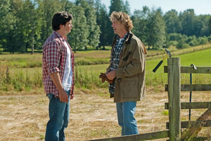 Tom Welling e John Schneider in una scena dell'episodio Lazarus di Smallville