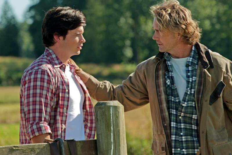 Tom Welling e John Schneider in una sequenza dell'episodio Lazarus di Smallville
