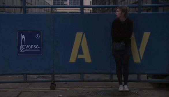 Alexandra Pirici in una scena del film Hai paura del buio