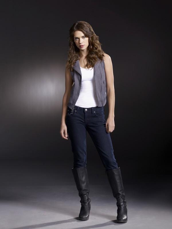 Lyndsy Fonseca interpreta Alex in una foto promo della serie Nikita