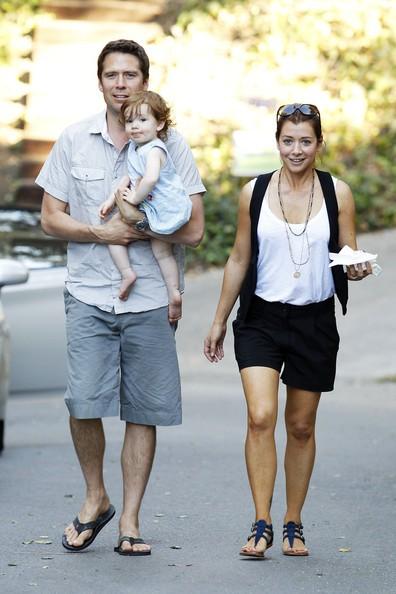 Alyson Hannigan, il marito Alexis Denisof e la figlia Satyana a Hollywood Hills
