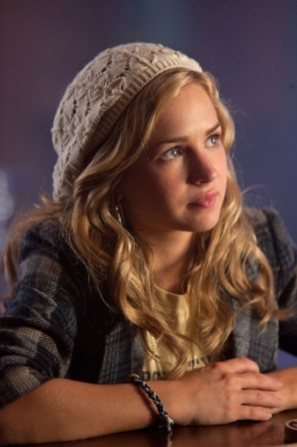 Brittany Robertson nell'episodio Ocean Uncharted di Life UneXpected