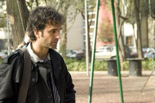 Gerald Kyd in una scena della serie Persone sconosciute (Persons Unknown)