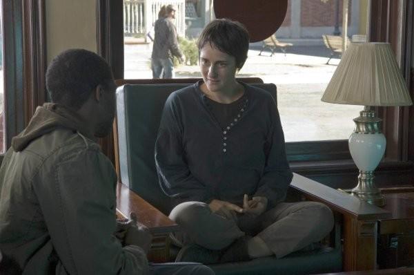 Tina Holmes e Chadwick Boseman in una scena della serie Persone sconosciute (Persons Unknown)