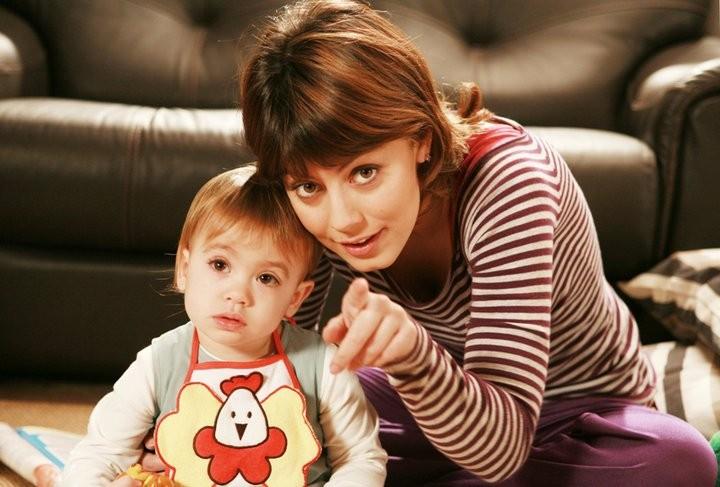 Alessandra Mastronardi con la bambina ne I Cesaroni 4