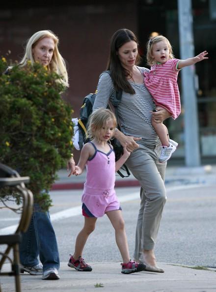 Attrice Jennifer Garner con le figlie Violet e Seraphina a Santa Monica