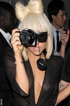 Lady GaGa in versione paparazzo
