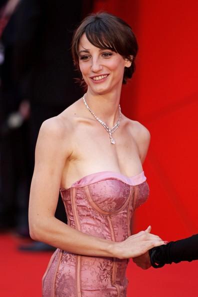 Venezia 2010: la bella Francesca Inaudi sul red carpet per Noi credevamo