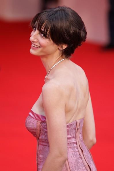 Venezia 2010: la bella Francesca Inaudi sul red carpet per presentare Noi credevamo