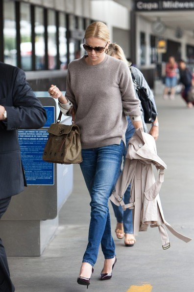 Charlize Theron presso il Los Angeles International Airport