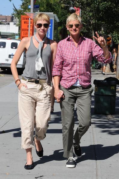 Portia De Rossi mano nella mano con Ellen DeGeneres