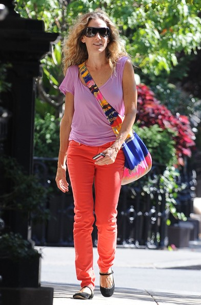 Sarah Jessica Parker passeggia con amici per il West Village