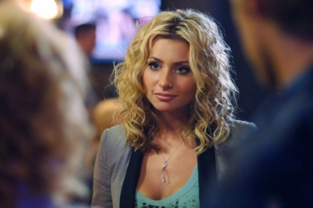 Alyson Michalka in una scena dell'episodio I Say A Little Prayer della serie Hellcats