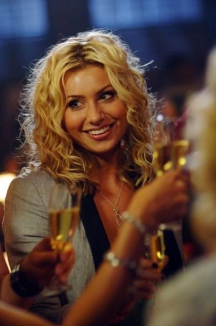 Alyson Michalka nell'episodio I Say A Little Prayer della serie Hellcats