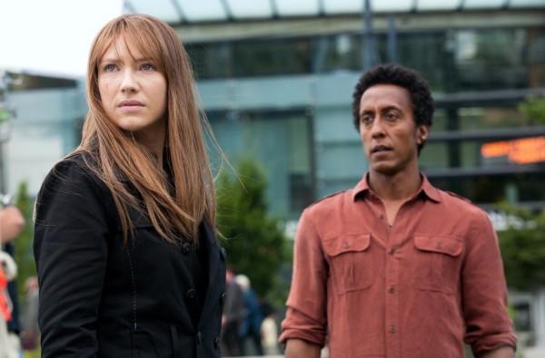 Anna Torv ed Andre Royo in un momento dell'episodio Olivia di Fringe