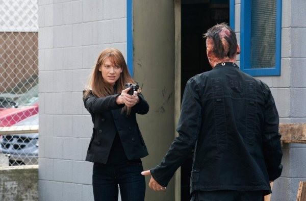 Anna Torv in un momento dell'episodio Olivia di Fringe