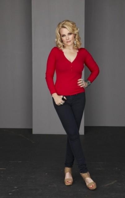 Gail O'Grady in una foto promozionale di Hellcats