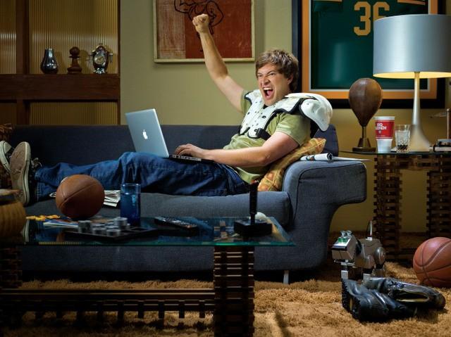 Mark Duplass in una foto promozionale della stagione 2 di The League