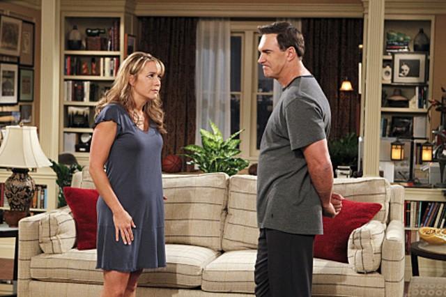 Megyn Price e Patrick Warburton nell'episodio Surro-Gate de Le regole dell'amore