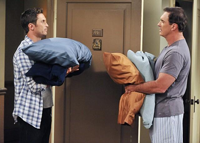 Oliver Hudson e Patrick Warburton nell'episodio The Bank de Le regole dell'amore