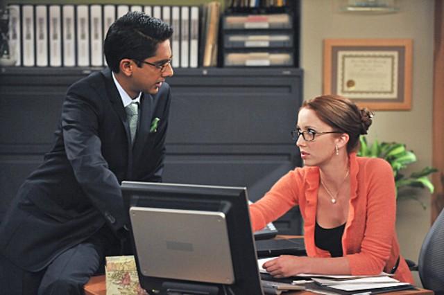 Taryn Southern ed Adhir Kalyan in una scena dell'episodio The Bank de Le regole dell'amore