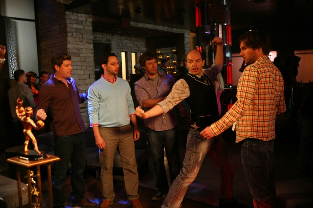 Una scena della premiere della stagione 2 di The League