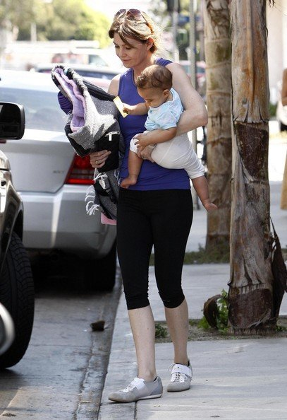 Ellen Pompeo e la figlia Stella Ivery presso un corso di yoga a West Hollywood