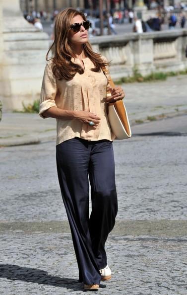 Eva Mendes in versione turista mentre visita il Musee de l'Orangerie e il Musee Rodin