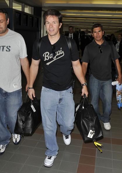 Mark Wahlberg all'aeroporto LAX di Los Angeles