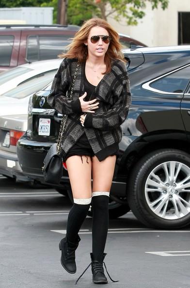 Miley Cyrus va a pranzo a Panera Bread in Studio City