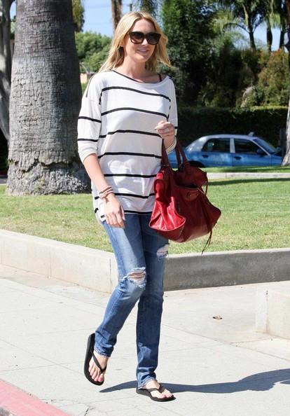 Stephanie Pratt passeggia a Beverly Hills
