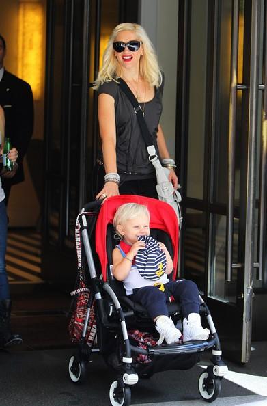 Gwen stafani lascia il suo albergo con il figlio Zuma a Midtown