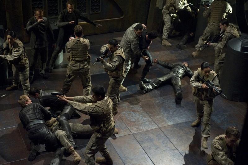 I soldati e la Lucian Alliance durante uno scontro sulla Destiny nell'episodio Aftermath di Stargate Universe