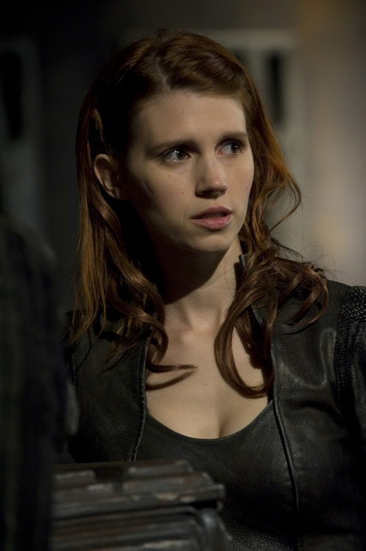 Julie McNiven interpreta Ginn nell'episodio Aftermath di Stargate Universe