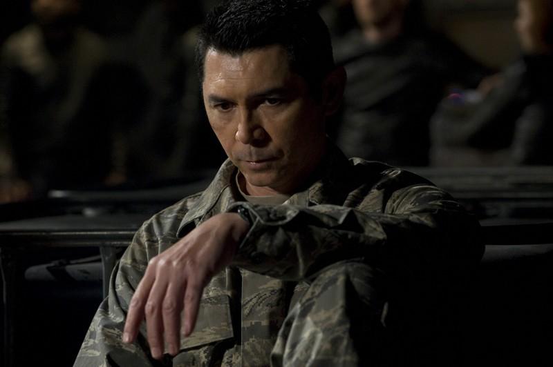 Lou Diamond Phillips in un momento dell'episodio Aftermath di Stargate Universe
