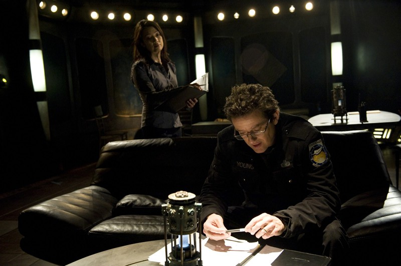 Ming-Na e Justin Louis nell'episodio Aftermath di Stargate Universe