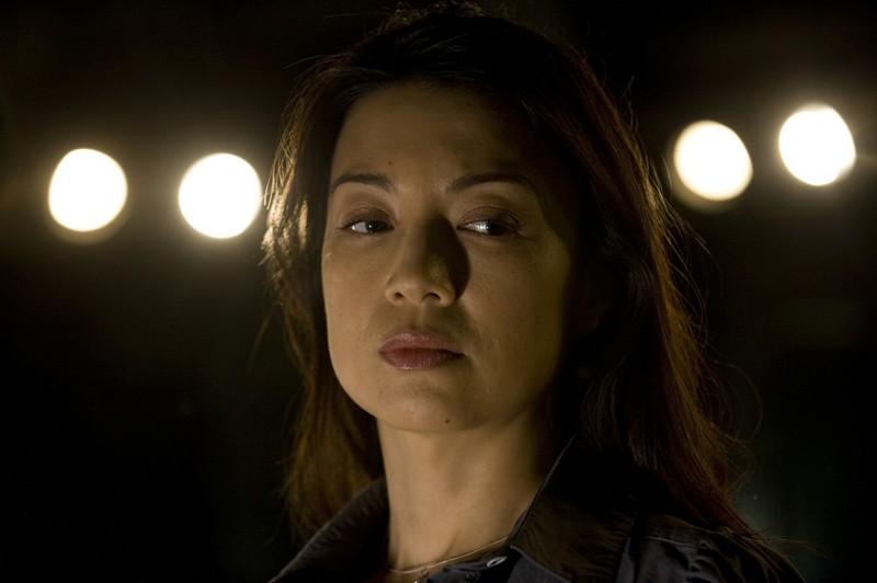 Un primo piano di Camille (Ming-Na) nell'episodio Aftermath di Stargate Universe