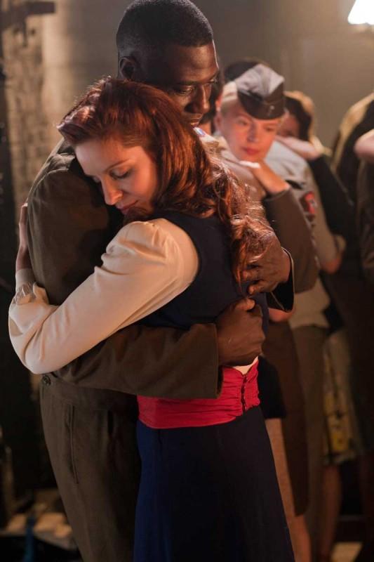Audrey Dana e Jacky Ido in una sequenza del film Ces amours-là
