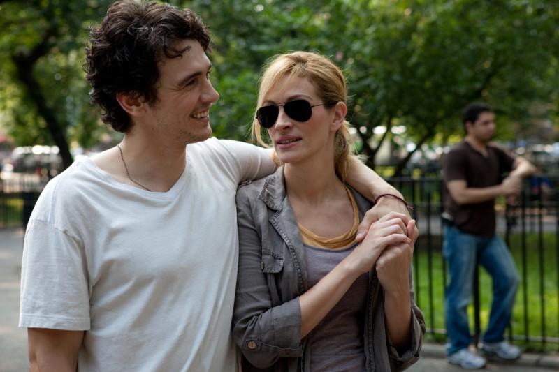 James Franco con Julia Roberts in una scena del film Mangia, prega, ama