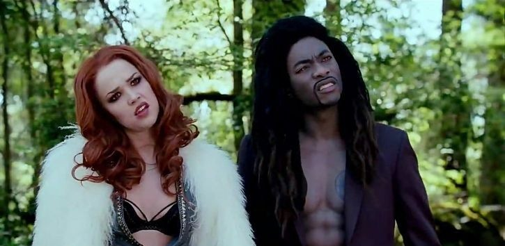 Jenn Proske e B.J. Britt in una scena del film Vampires Suck