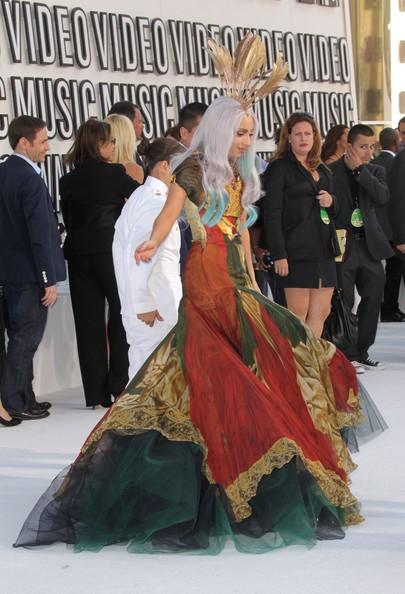 Lady GaGa ai MTV Video Awards 2010. L'abito è uno degli ultimi modelli di Alexander McQueen