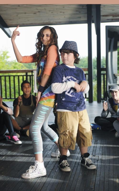 Alyson Stoner e Frankie Jonas in una scena di Camp Rock 2