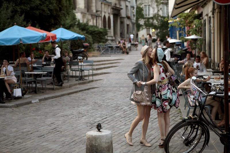 Blake Lively e Leighton Meester a Parigi nell'episodio Belles de Jour di Gossip Girl