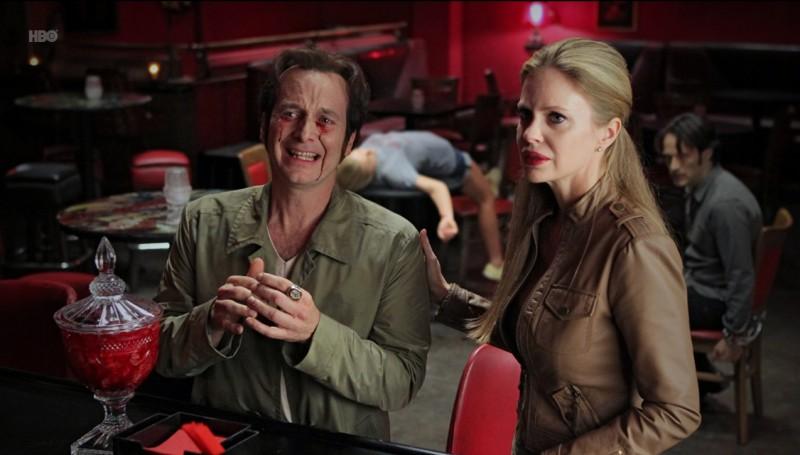 Denis O'Hare e Kristin Bauer nell'episodio Fresh Blood di True Blood
