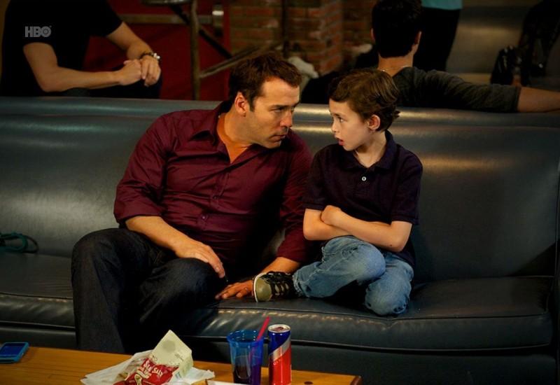 Jeremy Piven e Lucas Ellin nell'episodio Porn Scenes from an Italian Restaurant di Entourage