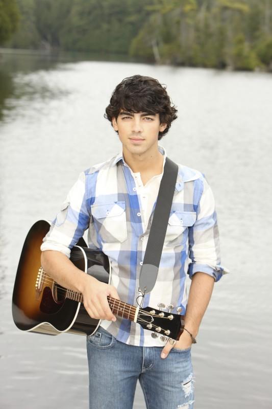 Joe Jonas in una foto promozionale di Camp Rock 2