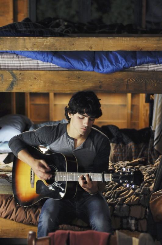 Joe Jonas in una immagine promozionale del film Camp Rock 2