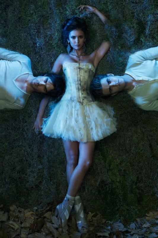 L'immagine del trio protagonista utilizzata per il poster della stagione 2 di Vampire Diaries